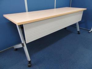 【8台まとめて入荷】シンプルデザインでスタイリッシュなセミナーテーブル!!ナチュラル(木目)天板もきれいです