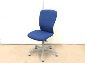 法人様に人気のチェア!!ローコストなのに、デザイン性、座り心地◎コートハンガーもついてます!