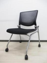 【在庫入替】座面を畳んで並行収納!オカムラ製人気ネスティングチェア入荷!!|グラータ|ネスティング|並行収納|ブラック|メッシュ|