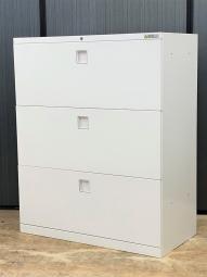 【4台入荷】シンプルさに徹したデザインと、優れた機能性を備えた収納キャビネット【東京】【長野】【滋賀】