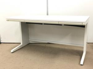 上司用上長用のオフィス机!ホワイトカラーで清潔感があります!