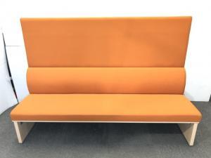 【福岡倉庫在庫品】【在庫入替】オカムラ製 ブース用大型ソファー オレンジ