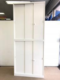 【1台入荷】オカムラ製定番シリーズの3枚引き戸書庫が入荷!中古 オフィス 家具 ホワイト 起業 介護 移転