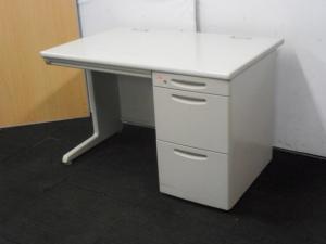 【オフィスに最適なニューグレー】片袖机3台入荷!オカムラ/SD-V/【定番デスク入荷‼】