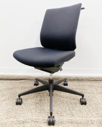 【後継機種が出るほど人気シリーズ!】コスパの良い、座り心地と高機能なチェアが入荷です!