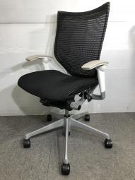 オカムラ 肘付オフィスチェア バロンチェア ローバック 可動肘 ホワイトフレーム 座面・背面ともにメッシュタイプ!