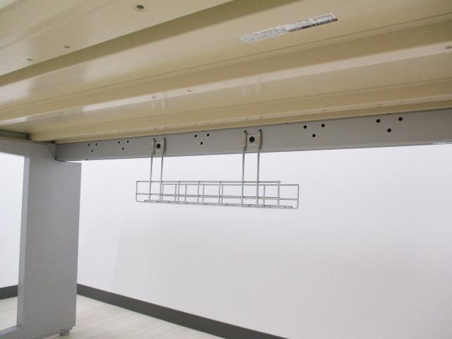 人気の木目天板!シルバー脚の高級平机です! プロユニット オカムラ                         プロユニット                                     中古