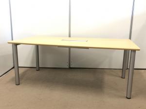 【配線カバー付き!】オカムラ製のミーティングテーブル!配線処理!高級感!