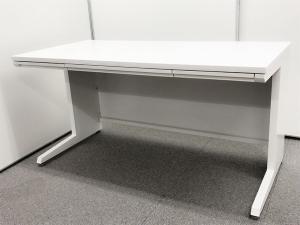 【ワークスペース充実!】■オカムラ製 平机 W1400mmサイズ ホワイト ※人気商品入荷!【倉庫在庫】