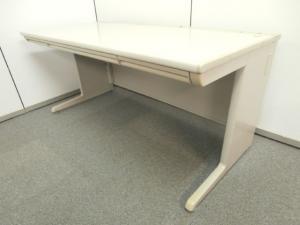 【幅1600mmの希少サイズ!】 中古オフィス家具市場ではほぼ入荷の無いレアリティの高いアイテム! ※パーツ部分に強い日焼けが見受けられるため、特価です。