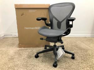 【未使用品】【2020年製】ハーマンミラー アーロンチェア リマスタード ライト Bタイプ 可動肘 黒AER1B22DW