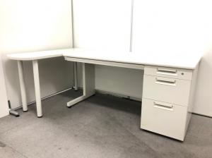 【片袖デスク+サイドテーブルのセット!】  疑似的なL字デスクとしてお使い頂けます! 起業、拠点開設の際におすすめなホワイト事務用品です!