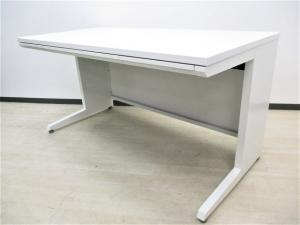 オフィスを明るくするホワイト単体デスク!W1400の大型デスクのため上長席などにもおすすめ!【揃います!】