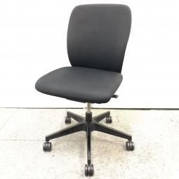 【4脚入荷!】イトーキ製フルゴ|座る人を選ばない、個性派シンプルスタイル。