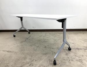 【会議用テーブル】広々使用できます/キャスター付き/コンパクトに収納/2019年製