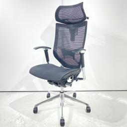 不動の人気を誇るオカムラ製のBaron[バロン]。あらゆるオフィスシーンまたは自宅にて美しく映えるシンプル&シャープなデザイン。
