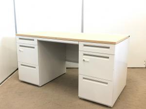 【現代オフィスではもはや主流となりつつある、ダイヤル解錠式!】 お部屋の雰囲気を明るくしてくれる、木目調のデスクです。 収納/A4ファイル収納/書類/管理部/経理部/手元管理