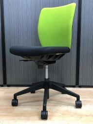 【1脚入荷】オフィスに合わせやすいシンプルスタイル!ご自宅用にも【羽島】【各務原】