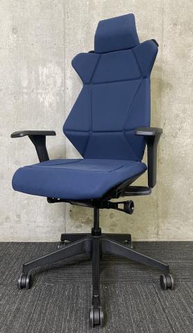 【折り紙式の構造で包み込む!】希少なヘッドレスト付きでモダンなデザインがオシャレなチェア!