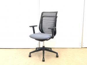 見た目は硬そうですが、座ってみれば納得のフィット感! 背面は樹脂なのでお手入れ簡単です。【J】【J5】
