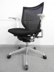 【黒と白のコントラスト】◆オカムラ製 バロンシリーズ ブラック ホワイトフレーム◆可動肘