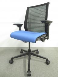 【長時間座る人のための椅子!】■スチールケース製 シンクチェア 座ブルー ■可動肘 ランバーサポート付 3Dニット【倉庫在庫】KRC