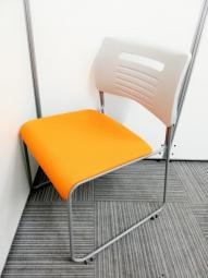井上金庫 スタッキングチェア オレンジ色 会議室 ミーティングルーム おすすめ 限定1脚