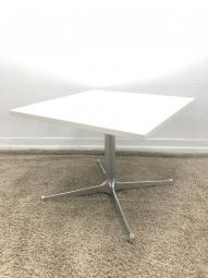 【カフェスペースにも!】新品で買うと意外と高いテーブル
