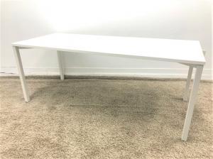 定価約10万!状態良好の2018年製ミーティングテーブル■ミーティングや休憩室など場所を選ばないシンプルデザイン!!4~8名様でのご使用におすすめです!!