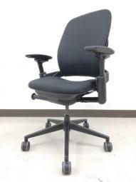【座り心地にこだわるならコレ!】■スチールケース製 リープチェアV2 ブラック ■人間工学の視点から誕生した快適設計!【倉庫在庫豊富】