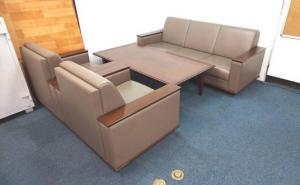 【応接セットの入荷です!!レザータイプ!!3人用ソファー1台・1人掛け用が2台・センターテーブルが1台のセット内容です!!】