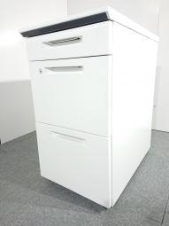 3段脇机|コクヨ(KOKUYO)|isトシリーズ|色:ホワイト|W400xD650(奥行が短い商品です)xH720|20台入荷【倉庫在庫商品】