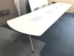 【定価約40万円!!デザイン性が素晴らしい大型ミーティングテーブルの入荷です!!ホワイトカラー!!】【おすすめ】■イトーキ■DD