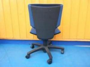 【ウィンターキャンペーン】 トリノチェア 1脚限定  浮かぶように座る 新発想チェア!!【OAチェア】[TRINO](中古)