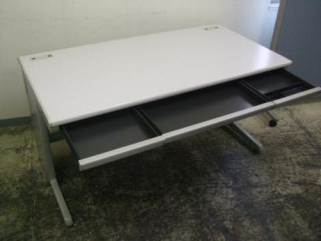 【鉄板商品】オカムラ製 SDシリーズ 平机(W1400) ■快適なオフィススペースを作りだします!                                     中古