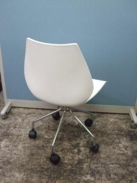 Kartell製■MAUIチェア■メイドイン:イタリア■ヴィコ・マジストレッティデザインの名作椅子■ 【会議チェア】                                     中古