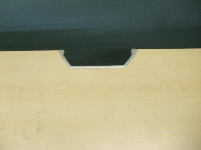 【在庫処分セール12/25】 オカムラ製プリユニット平机 ■配線タップに欠品(欠け少しだけあり)                                     中古