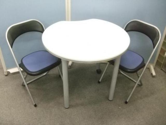 ITOKI 製テーブル×内田洋行製パイプイスのセットの登場です!!                                     中古