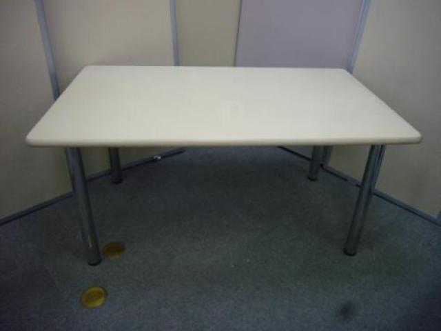 PLUS ◆ミーティングテーブル◆ ニューグレー サイズ:幅1500mm 奥行き900 高さ700 ☆限定1台☆                                     中古