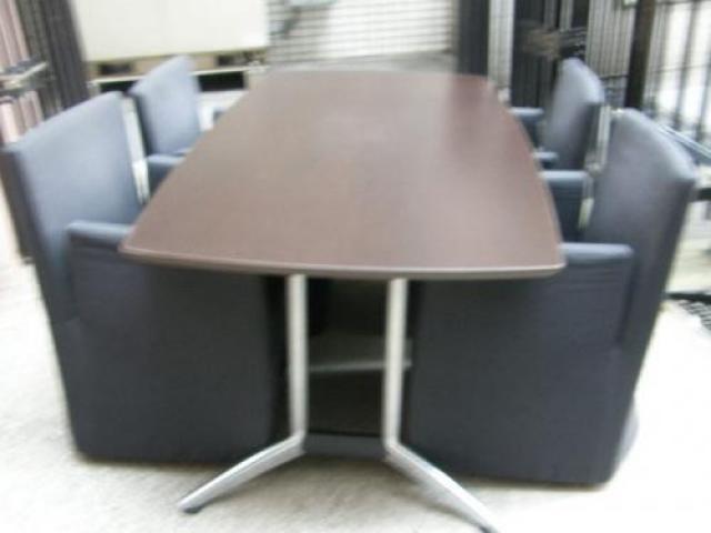 【ぞくぞく】【セット商品】ミーティングテーブル+応接用アームチェア!!重厚感のある会議室はいかがでしょうか?                                     中古