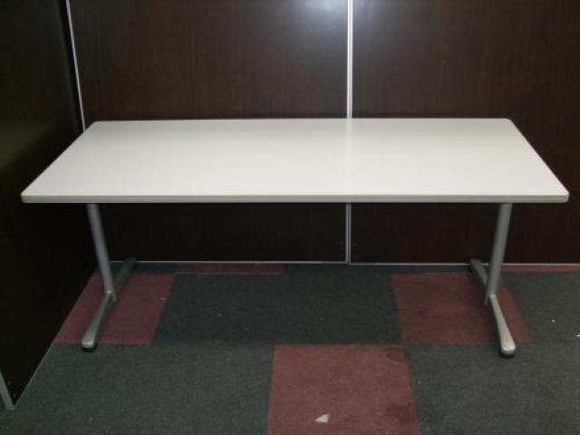 内田洋行製 ミーティングテーブル + 内田洋行製 キャストチェア4脚セット                                     中古
