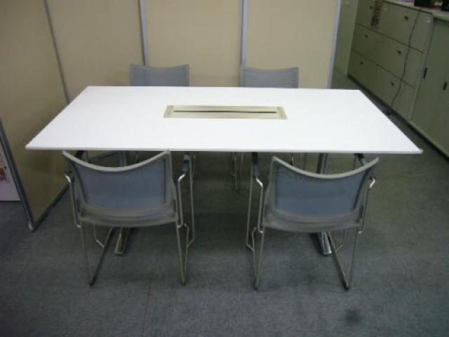 okamura ミーティングテーブル◆ミーティングチェアセット 肘付きスタッキング可能タイプ シリーズ:ルフト 人気のセット商品♪【天板欠け有り】                                     中古