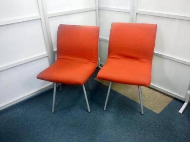 クッション性のある座面 ミーティングチェアでは珍しい 座ったまま回転できます。2脚セット ver2【会議チェア】                                     中古