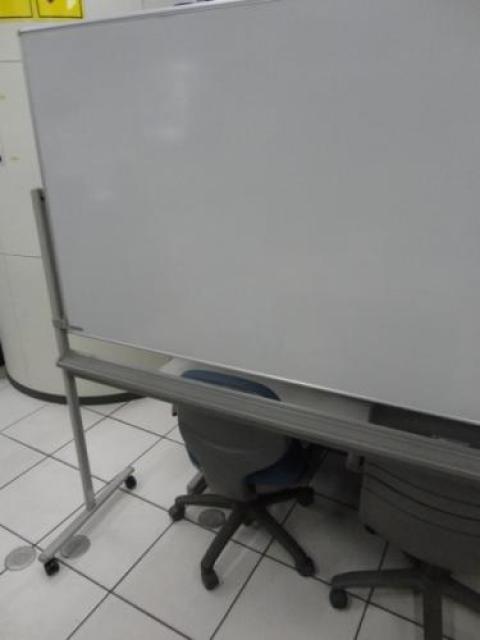 オカムラ製 ホワイトボード 自立式/両面無地                                     中古