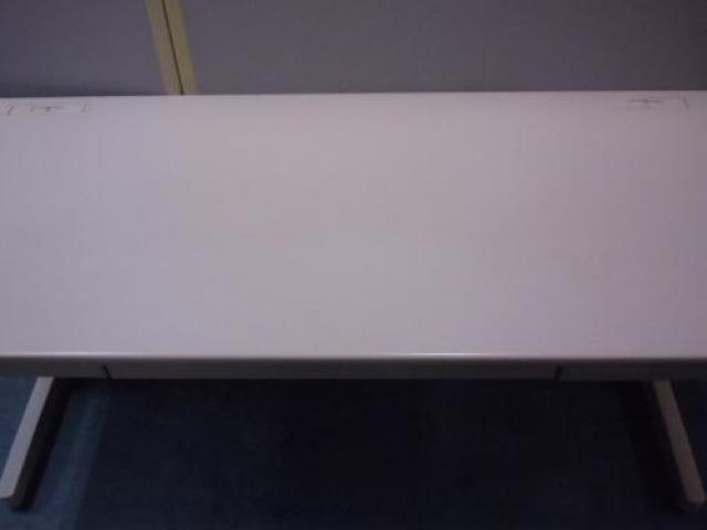 【2台入荷!】KOKUYO製 平机 ■幅1600mmの広々スペース                                     中古