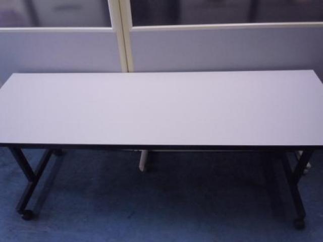【6台入荷!飯田橋店のバーゲン品!】KOKUYO製 サイドスタックテーブル ■幅1800mm                                      中古