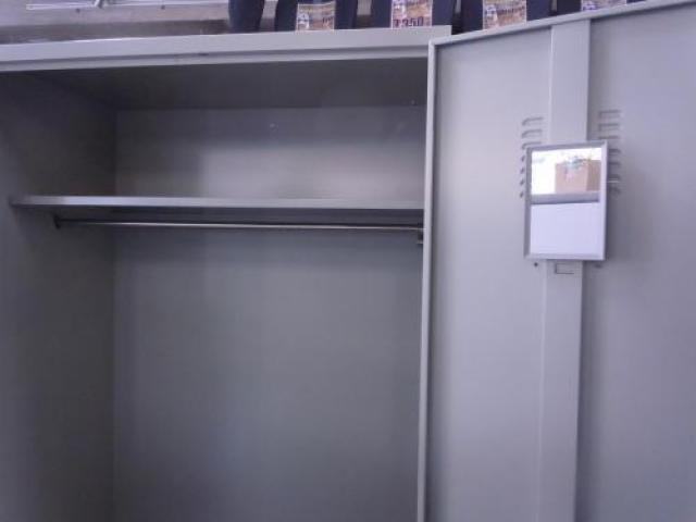 【1台入荷!飯田橋店のバーゲン品6300円!】スチール製ワードローブ ■幅880mm ■ロッカー                                     中古