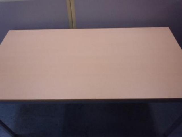【1台入荷!】ミーティングテーブル ■幅1500mm ■6~8名様に◎ ■ナチュラル天板がオフィスを彩ります                                     中古